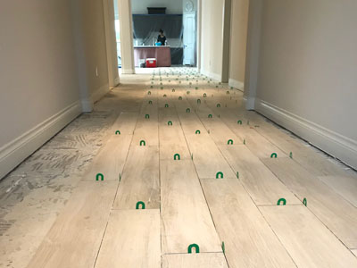 placing spacers on laminated flooring